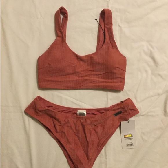 Gym shark essence bikini top